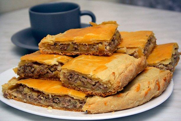 Пирог с мясом из замороженного теста
